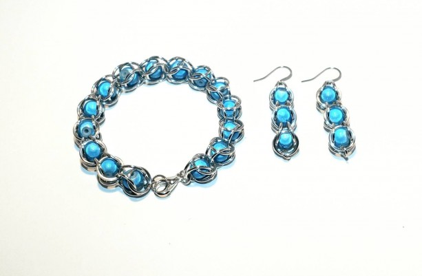 Teal bracelet and earrings / Jewelry set / captured bead / chain maille
