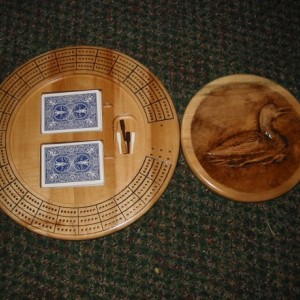 Loon 3 track round cribbage board with storage