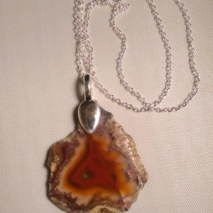 Mexican agate necklace with 18 inch silvertone chain.