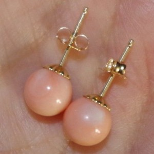 VINTAGE GENUINE 14K ITALIAN ANGEL SKIN CORAL 7.2MM BALL FANCY STUD EARRINGS