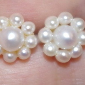 VINTAGE 14K GORGEOUS GENUINE SEED PEARL 10MM FLOWER STUD EARRINGS AAA
