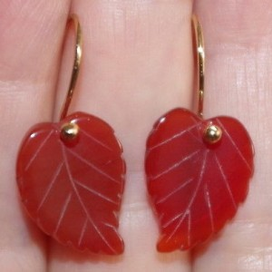 VINTAGE GORGEOUS 14K GOLD FILLED CARVED LEAF CARNELIAN LEVER BACK EARRINGS BB