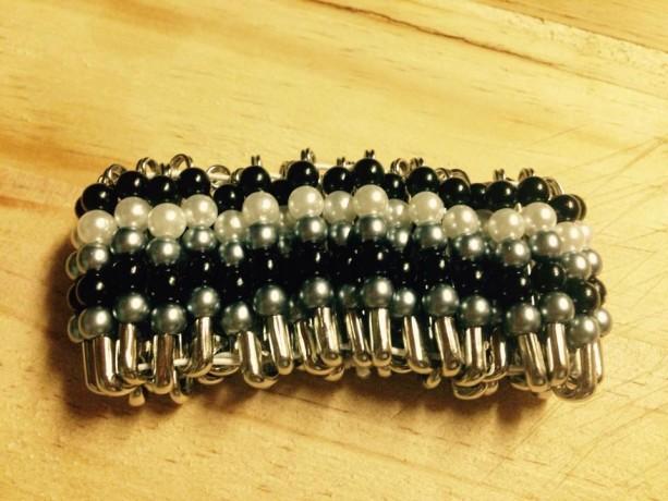 AfriJewlz black and white beaded stretch bracelet