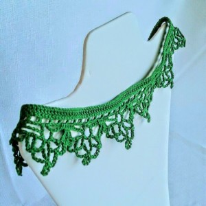 "NeckLACE in MyrtleGreen  (18"")"