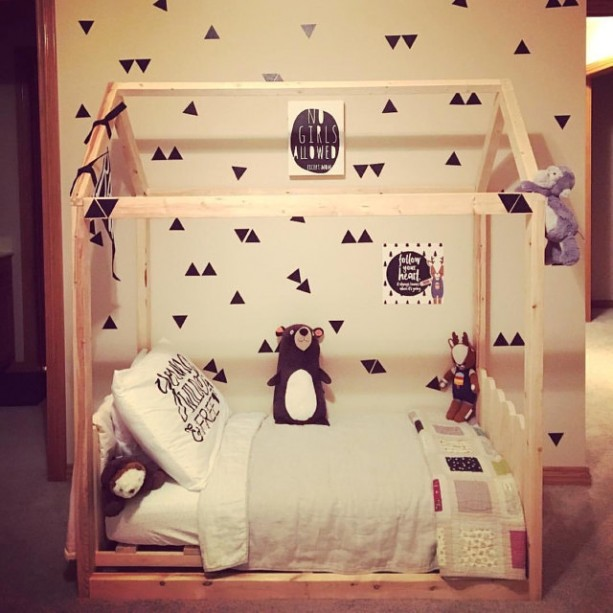 Toddler Bed + picket fence head & footboard + raised slats