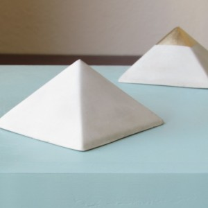Geometric Pyramid    Concrete Décor    Paperweight and Gift