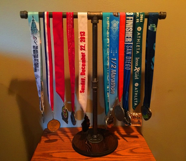 Sports Medal Display Stand Industrial Black Pipe Marathon