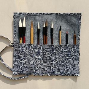 Chinese Calligraphy Brush Set - Including 11 Brush Pen and Brush Holder | Blue Waves Pattern Pen Holder