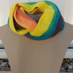 Scarf. Scarves. Crochet scarf yellow  vibrant colors. Vibrant colors scarf. Modern Crochet. Crochet. Fashion. Handmade. Infinite scarf. Circular scarf