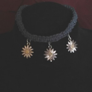 Hemp bracelet with daisy charms