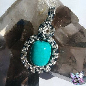Hand Woven Wire Weave Lucite Bead Pendant / Wire Weave Jewelry / Festival Pendant / Boho Style Jewelry / Faux Turquoise