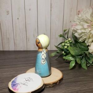 Elsa wooden peg doll; frozen wooden peg doll, birthday gift, Elsa doll for doll house; handpainted Elsa doll
