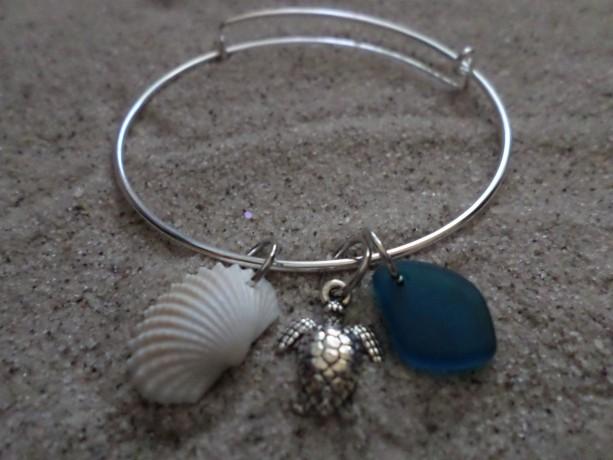 bangle bracelet w. sea glass, shell & charm