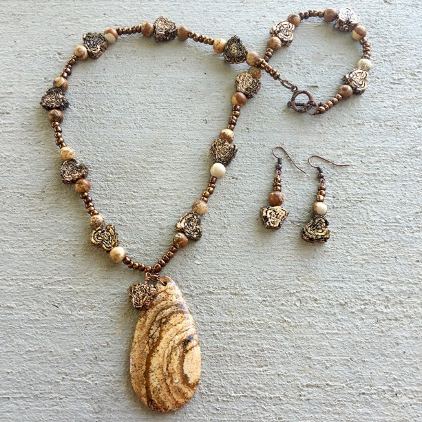 Khaki picture jasper stones and teardrop pendant and copper hearts necklace & Earrings