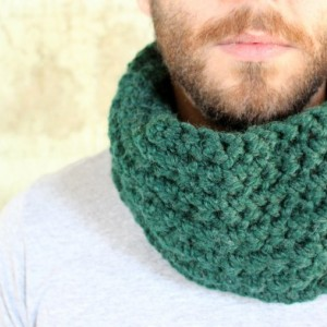 SALE - Unisex Crochet Wool Circle Scarf in Hunter Green - Cowl Scarf - Neckwarmer - READY to SHIP