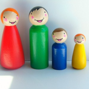 Rainbow wooden peg people family - Peg dolls - Wooden dolls - Unique gift - Small dolls - Dollhouse dolls