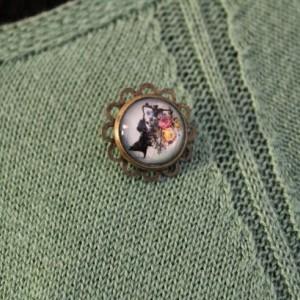 Pretty Victorian Silhouette Miniature pin