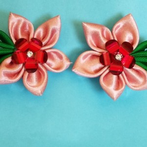 4 Pretty as a Daisy flower hair clips