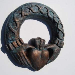 Claddagh wreath plaque, Claddagh sculpture