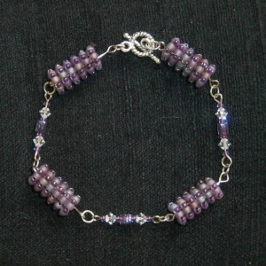 Purple beaded bead bracelet