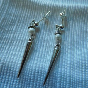 Small Dangling cone spike earrings, freshwater pearls with silver tone ball post earrings. #E00316