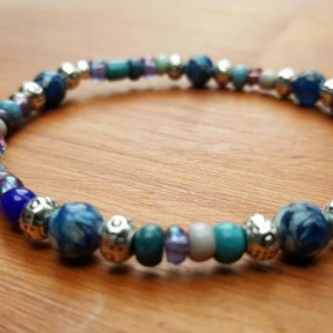 Mixed beads blue, silver, purple and teal colors beads stretchy bracelet.