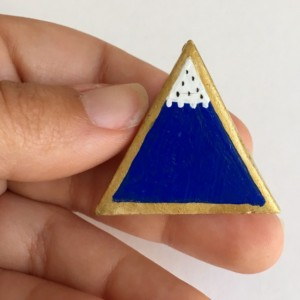 Blue Mountain Brooch Pin Clay Accessory Jewelry collectible