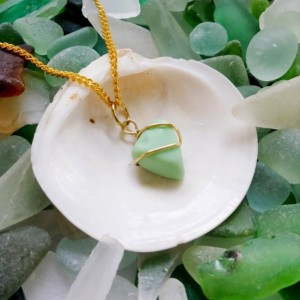 Green sea milk glass necklace, milk glass necklace, sea glass necklace, milk glass jewelry, sea glass jewelry, green necklace, green glass