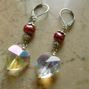Delicate crystal hearts earrings with freshwater burgundy beads, with stainless steel lever back earrings hooks. #E00310