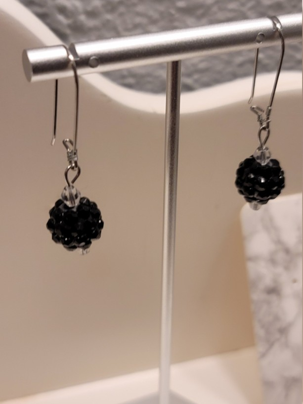 Black bead kidney earrings