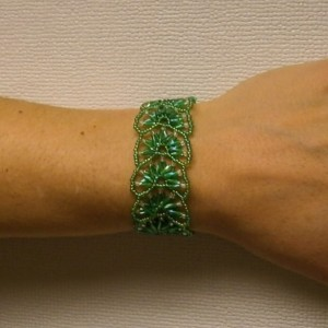 Kelly green fan bracelet