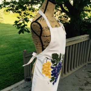 Purple grapes apron for women, white apron with pockets, thanksgiving from daughter, wine gift for women, bridal shower gift, best selling