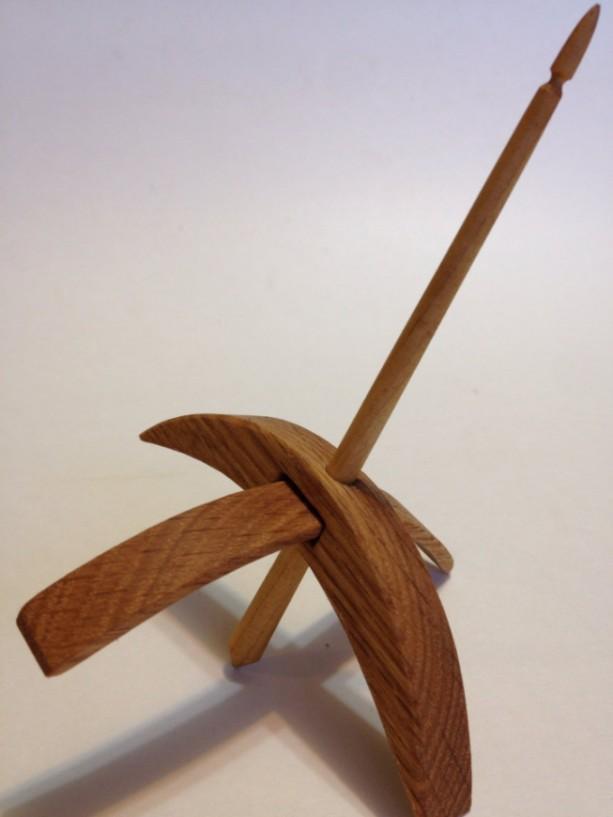 Turkish Drop Spindle med rift sawn white oak w/ maple shaft