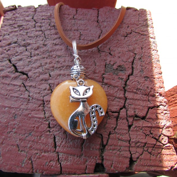cat and heart pendant.