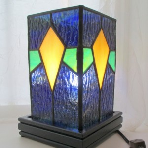 Diamond Pattern Stained Glass Lamp