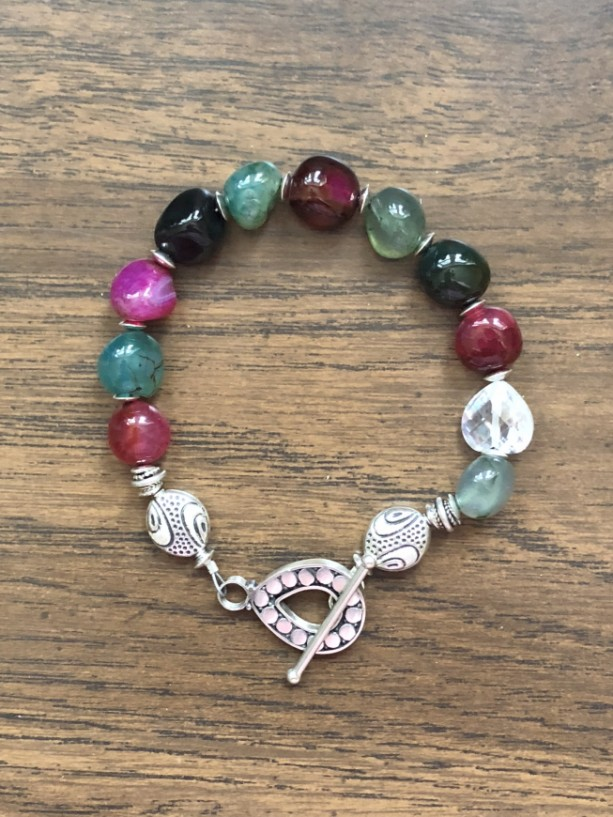 Bracelet with multicolored (dyed) agate beads