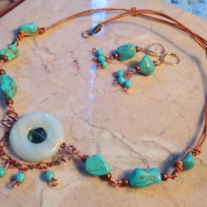 Nuggets Turquoise gemstone Necklace in the center an Amazonite donut pendant and matching earrings set.#NBES0096