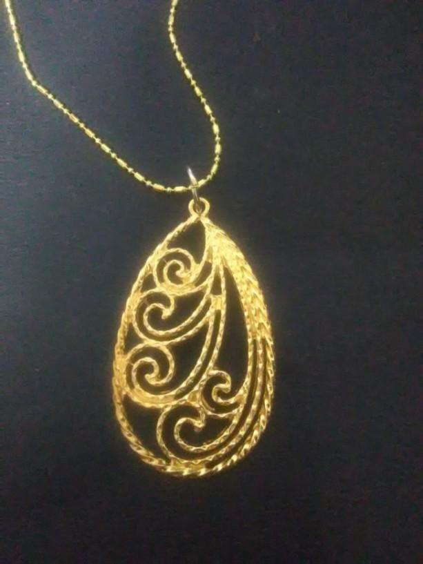Gold Filigree Pendant Necklace