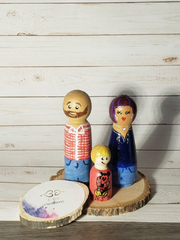 Custom Family peg doll, custom Mother's day gift, unique Gift for Mom, personalized peg doll family portrait , wood doll house figures ,