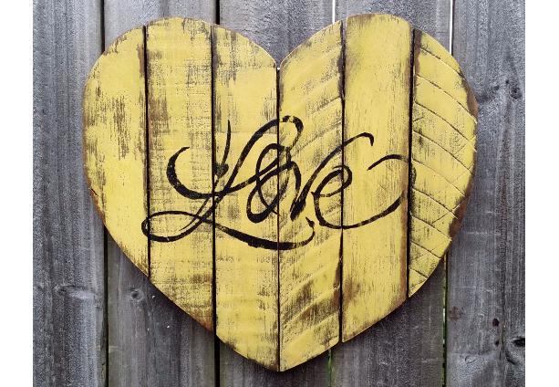 Shabby Chic Handmade Reclaimed Pallet Wood LOVE Heart Sign