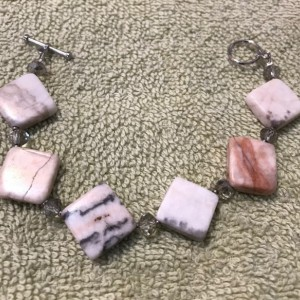 "Pretty in Pink handmade beaded bracelet 7.5"" long"