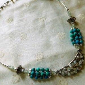 "22 1/2"" long necklace  with Silver tone curve links, with turquoise beads stones, glass beads & silver tone beads. #N00135"