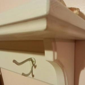 Coat hanger shelf in white