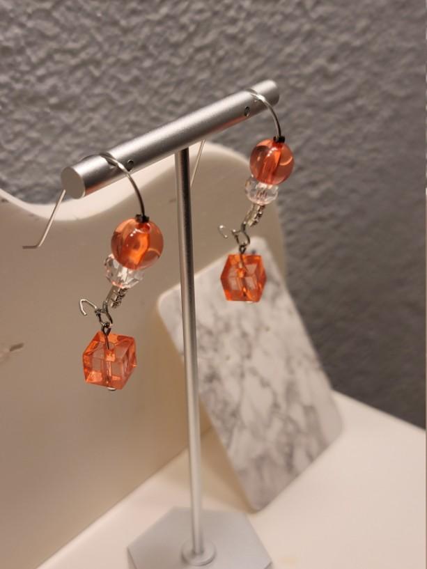 Red bead kidney earrings