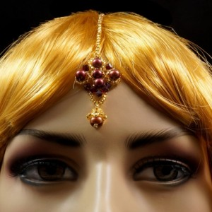 Red freshwater pearl + Siam Swarovski crystal beaded gold indian maang tikka headpiece. Preciosa gold beaded red pearl maang tikka headpiece
