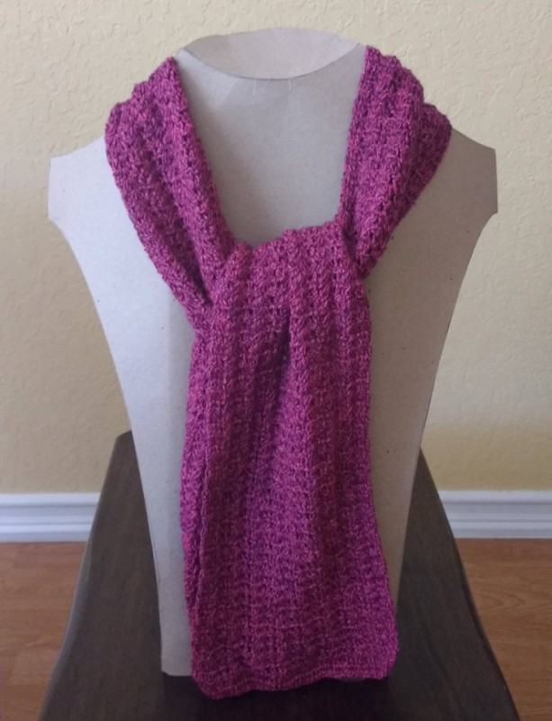 Scarf. Scarves. Crochet scarf. Beautiful hand-woven scarves with fine thread of vibrant color in fuchsia and gray. Complements. Accesories.