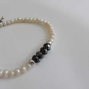 Mini Pearls & Black iridescent crystal Bracelet