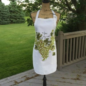 Green grapes apron for women, white apron with 2 pockets, hostess gifts, rustic wine gift for women, bridal shower gift, best selling items