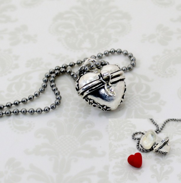 """Evil Queen Heart """"Prayer Box"""" Necklace - OUAT - Fairy Tales - Polymer Clay - Womens Jewelry - Gifts Under 15 - Valentines Day"""
