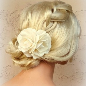 Ivory Flower Hair Clip, Ivory Fascinator, Gardenias, Wedding Fascinator, Bridal Hair Clip, Flower Fascinator, Gardenia Flower Hair Clip